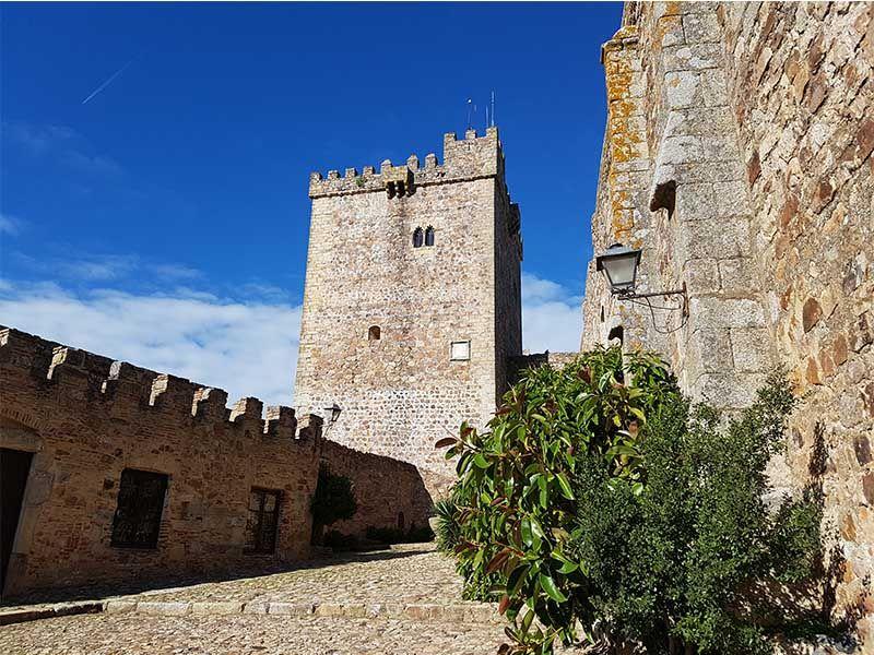 Interior del castillo de Alburquerque