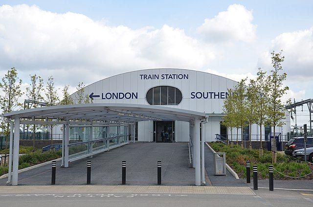 estación tren aeropuerto southend