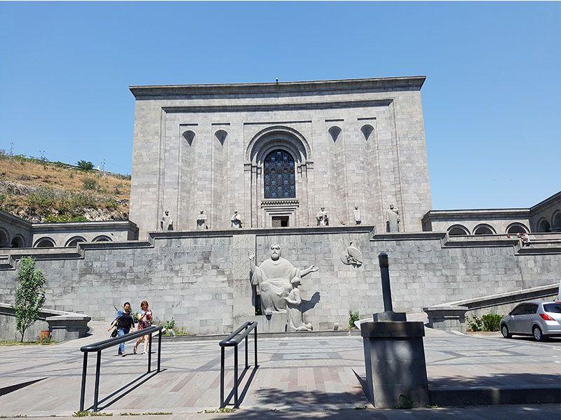 Matenadaran, una importante biblioteca en Ereván