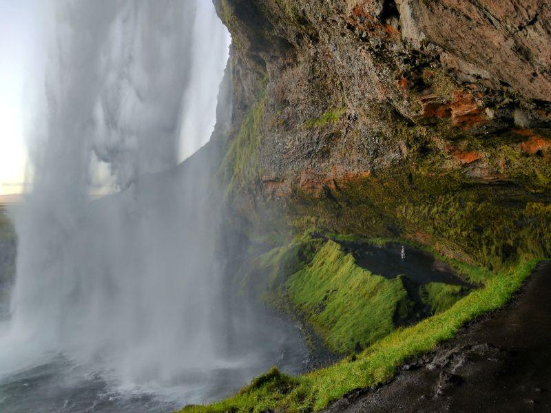 interior cascada Seljalandsfoss