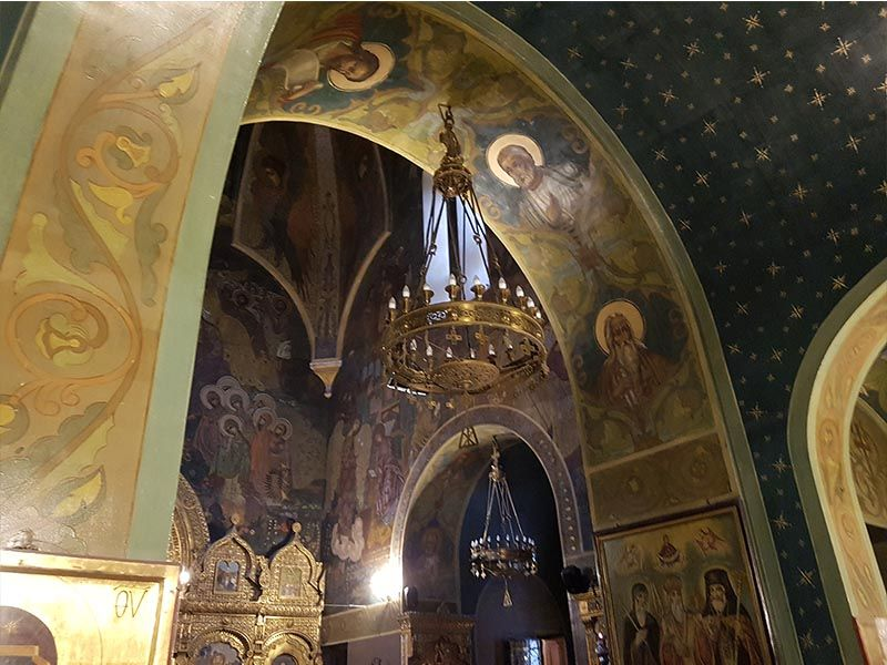 Interior de la iglesia rusa de San Nicolás, en Bucarest