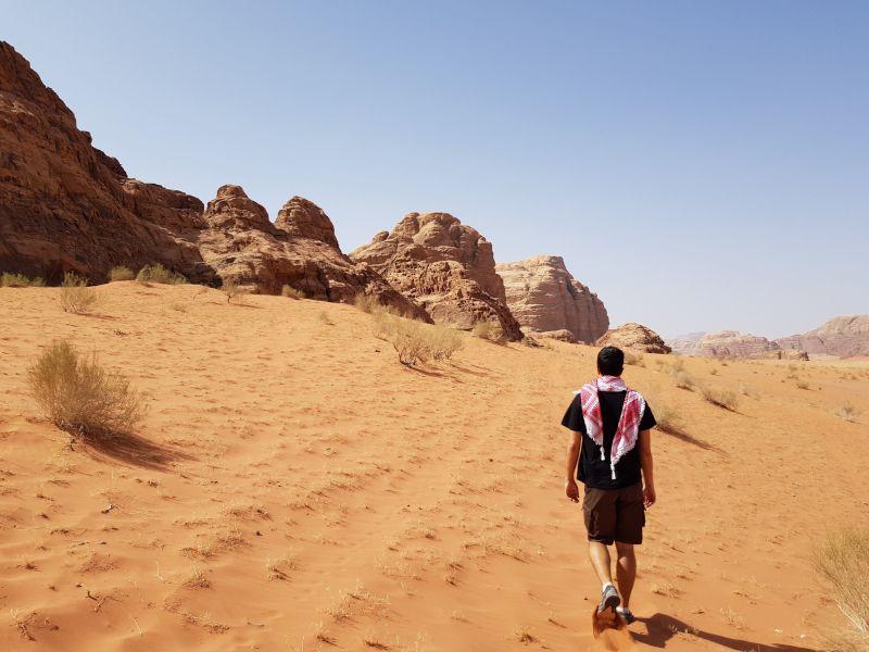 caminando por wadi rum