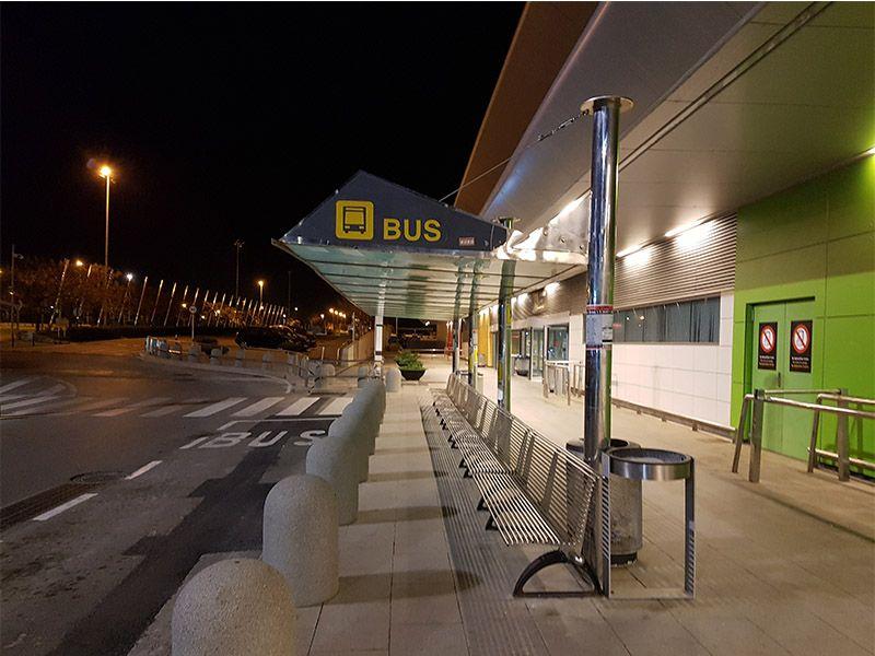 Bus l10 en el aeropuerto de Ibiza
