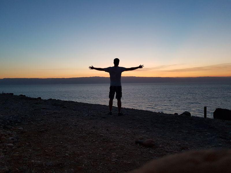 puesta de sol en el mar muerto