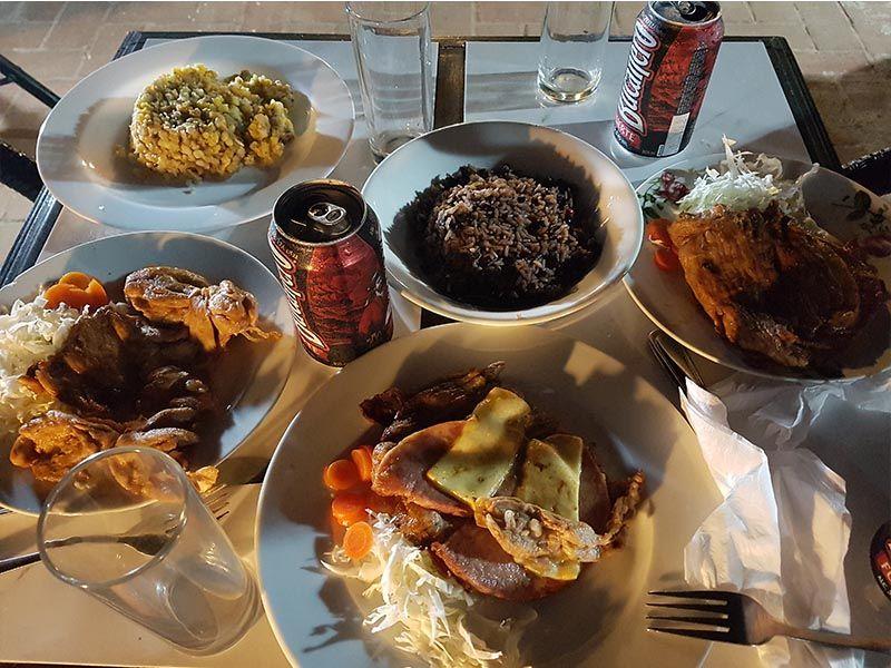 Cena en el restaurante El Solar, en Camagüey