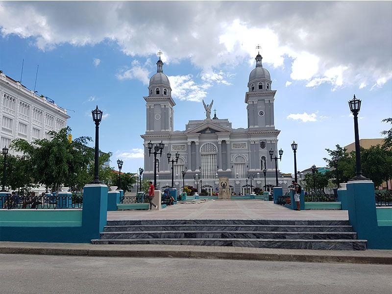 Parque Céspedes y la catedral de Santiago de Cuba