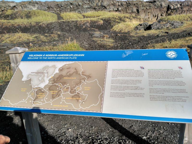 panel informativo puente entre continentes península de Reykjanes islandia