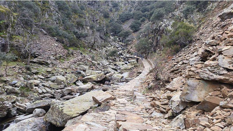 Ruta de El Gasco al chorro de la Meancera