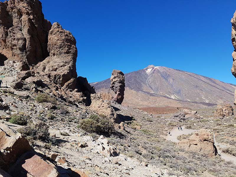 Roque Cinchado con el pico del Teide detrás