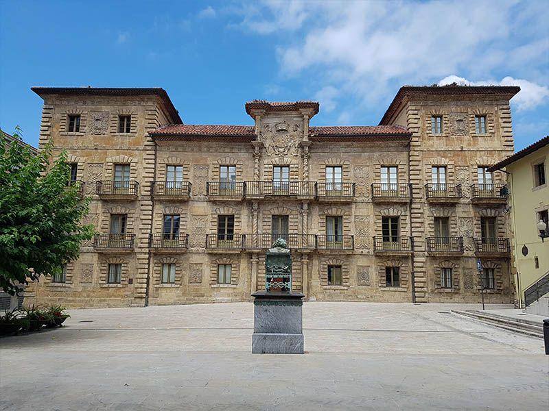 Escuela Superior de Arte, en la Plaza Camposagrado