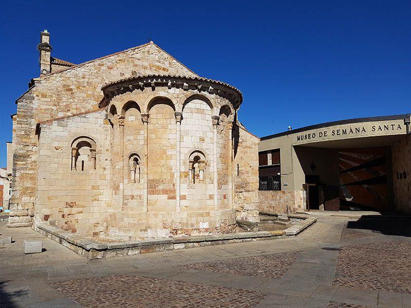 Iglesia de Santa María la Nueva, junto al museo de la Semana Santa