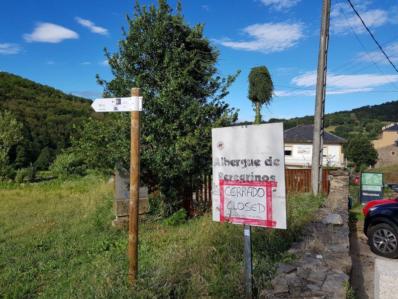 albergue peregrinos cerrado camino santiago