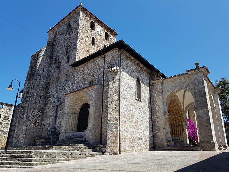 Basílica de Santa María, en Llanes