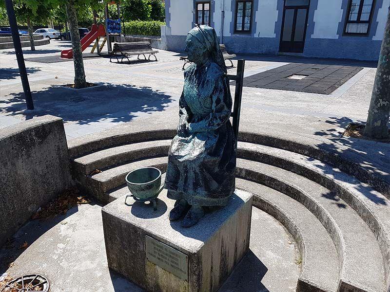 Monumento a la Mujer del Pescador, un lugar que ver en Llanes en un día