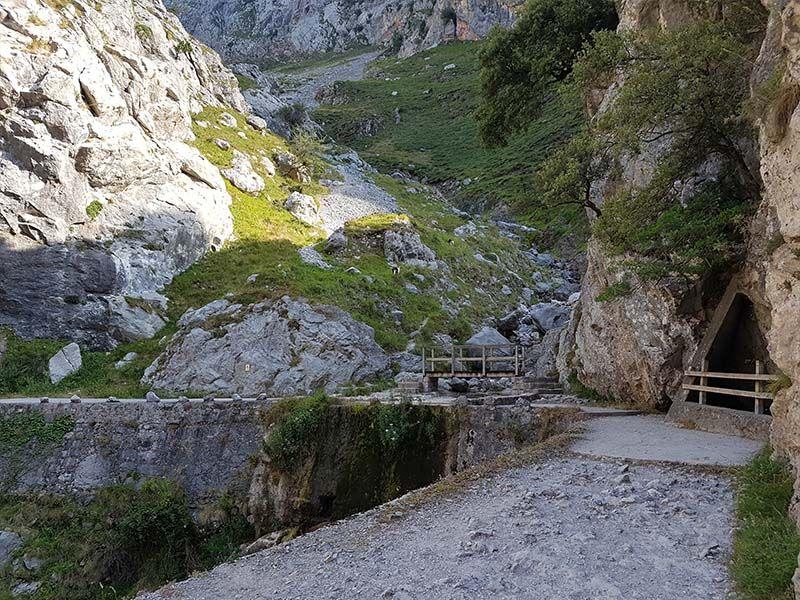 Puente en la Ruta del Cares de Poncebos a Caín