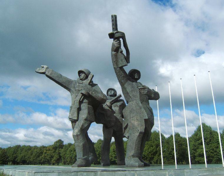 monumentos soviéticos en el parque de la victoria