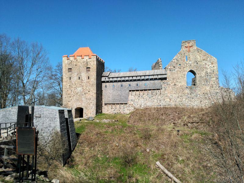 castillo medieval sigulda