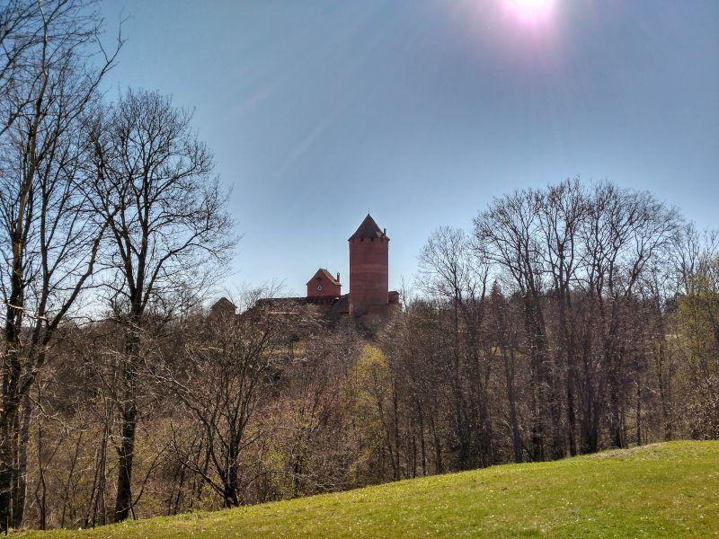 castillo de turaida desde lejos