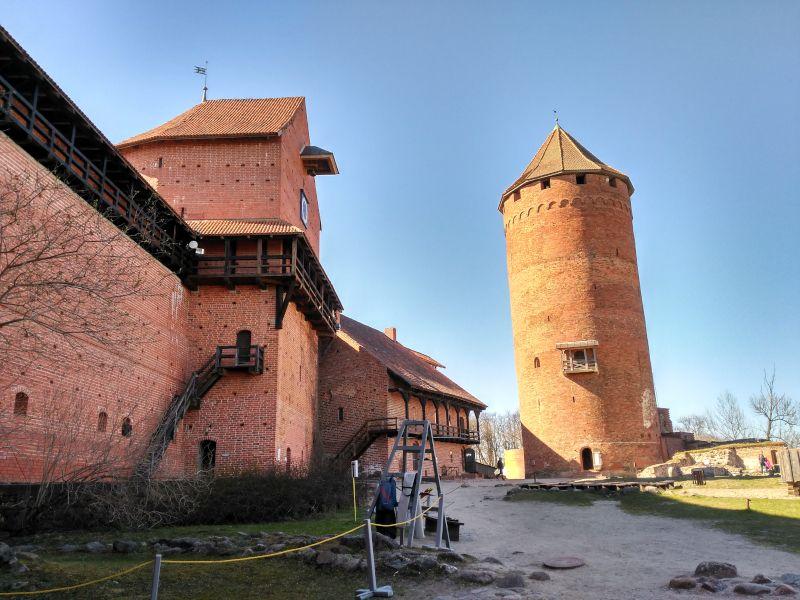 castillo de turaida en el parque nacional de gauja en letonia