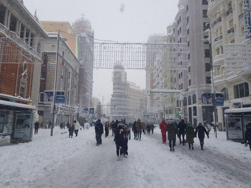 gran vía cubierta de nieve