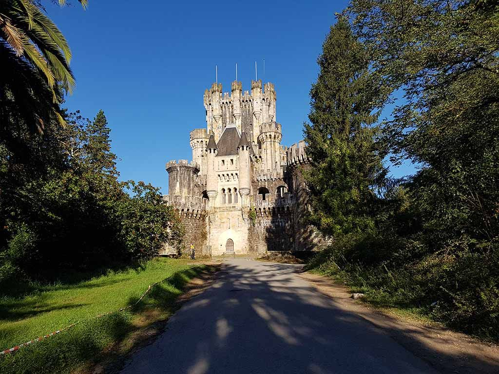 Camino para llegar al castillo de Butrón