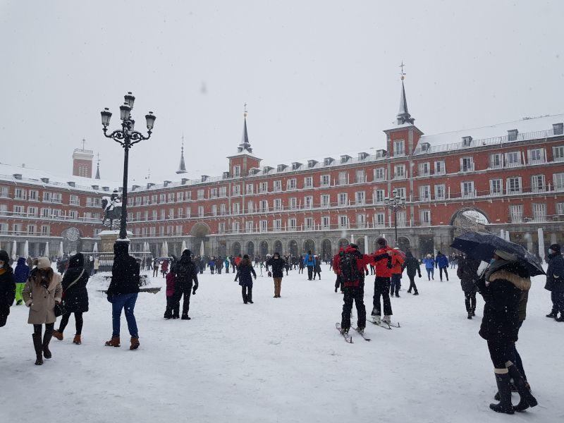 plaza mayor madrid nieve