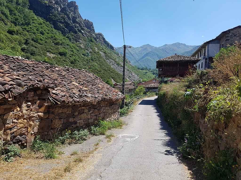 Ruta de Villar de Vildas a la braña de La Pornacal