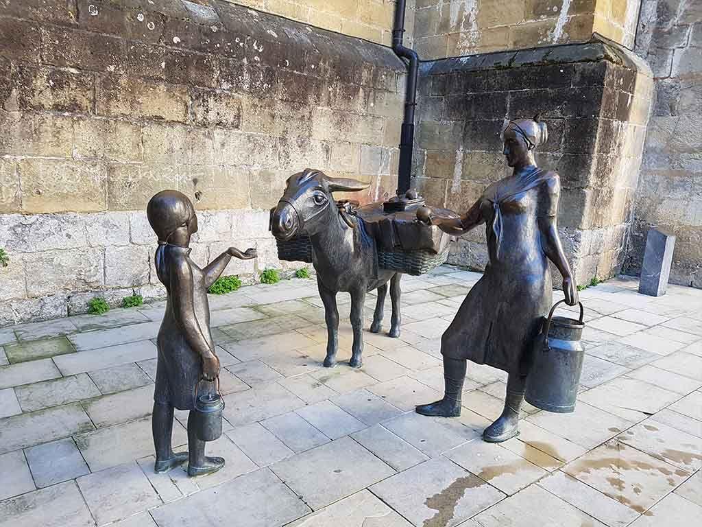 Monumento a la lechera, en Bermeo