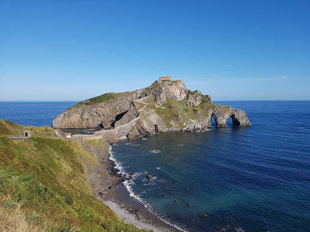San Juan de Gaztelugatxe, un lugar que ver en una ruta en coche por el País Vasco