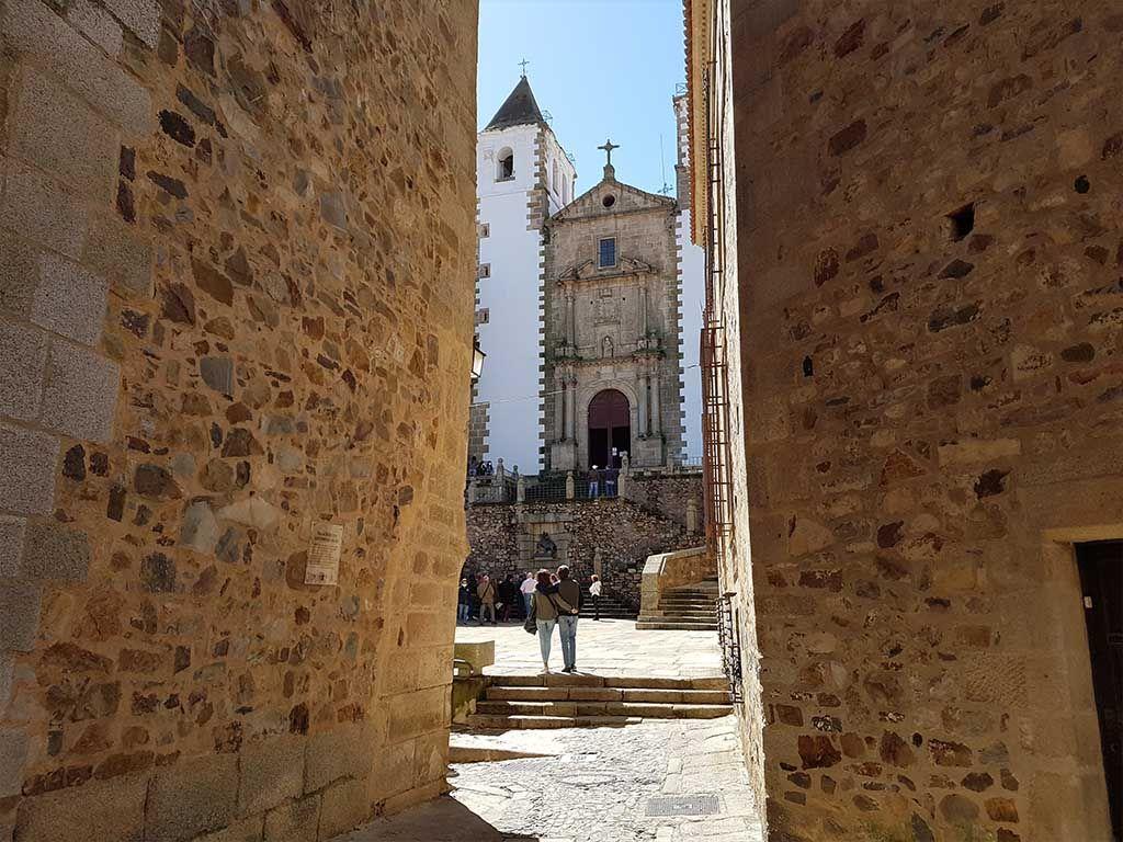 Plaza de San Jorge y la iglesia de San Francisco Javier