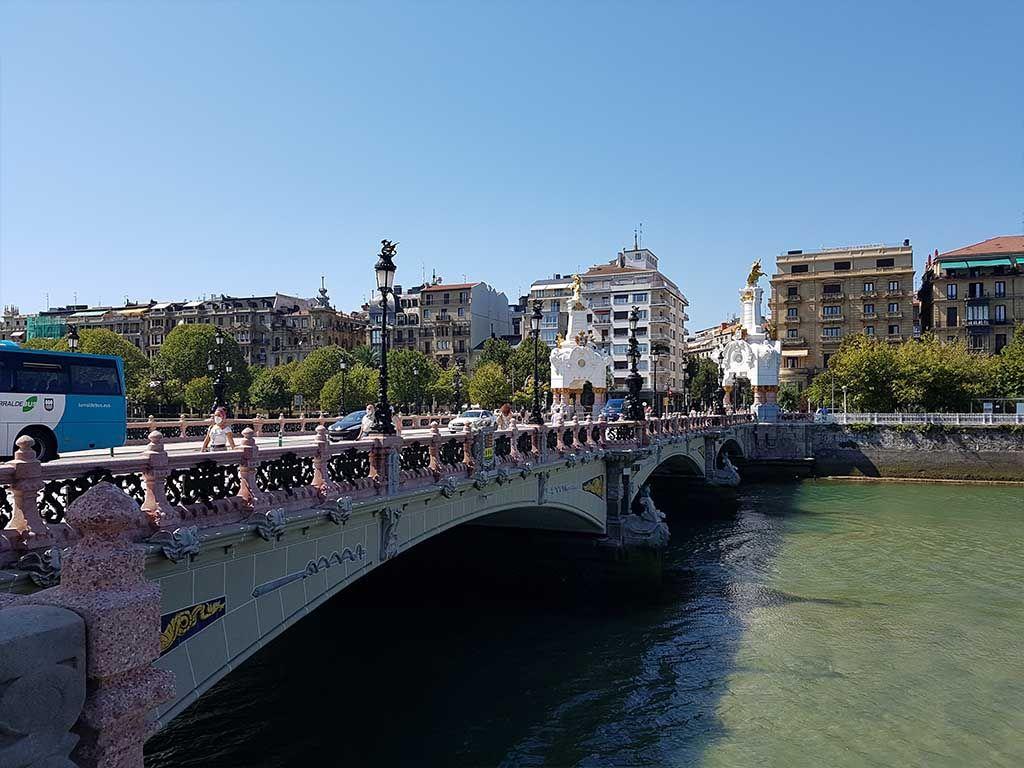 Puente de María Cristina sobre el río Urumea