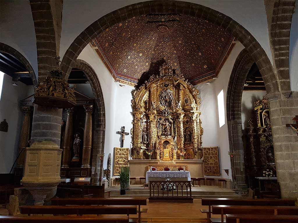 Interior de la iglesia de Candelario