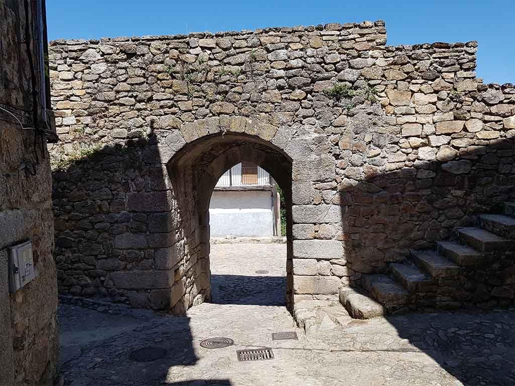 Puerta de la Villa, una de las entradas de la muralla de Miranda del Castañar
