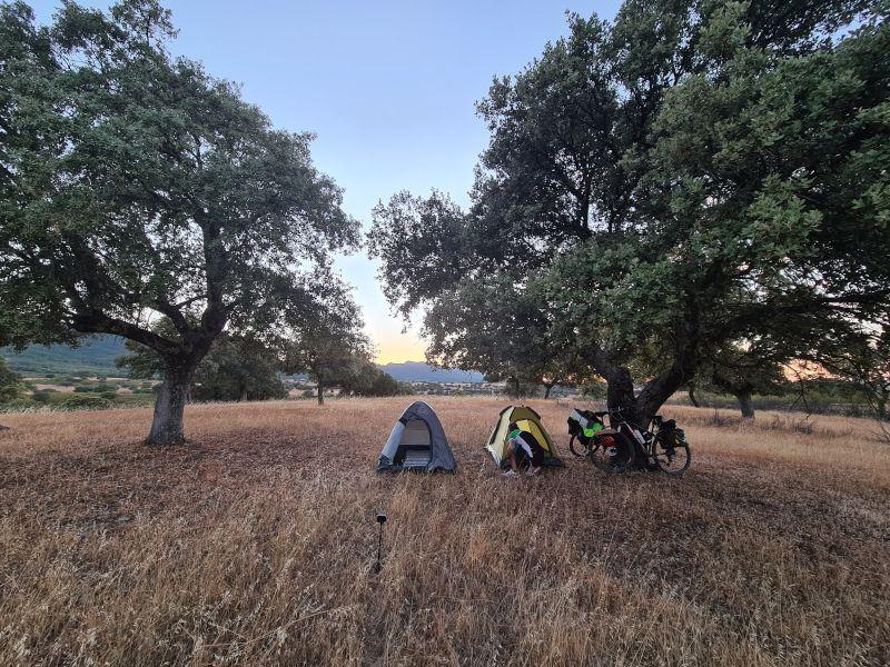 acampada naturaleza viajando en bici